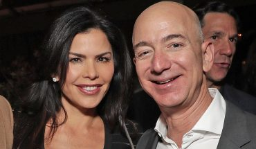 National Enquirer paid brother of Jeff Bezos' girlfriend $200,000 for text messages: WSJ