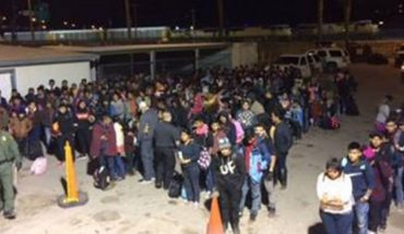 U.S. Border Patrol agents working in El Paso apprehended two large groups of illegal immigrants consisting of over 400 people within five minutes.