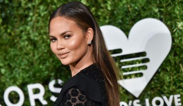 Chissy Teigen's mom trolls her by copying her outfit: 'Who wore it better?'