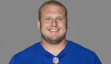 This 2012 file photo, shows Mitch Petrus of the New York Giants NFL football team. Officials say Petrus, a former Arkansas offensive lineman who later won a Super Bowl with the New York Giants, has died in Arkansas of apparent heat stroke.