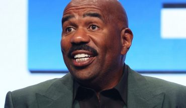 Steve Harvey to cover 8 students' college costs