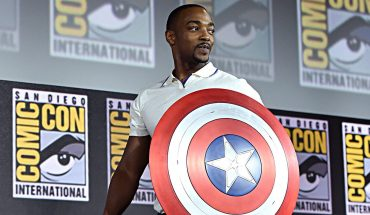 Anthony Mackie has awkward exchange with TV reporter at Formula One race