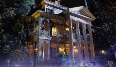 """Disneyland has plenty of """"eats and treats"""" up its sleeve in honor of the Haunted Mansion"""