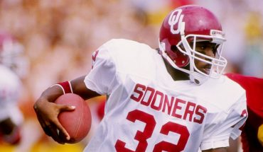 Former Oklahoma Sooners great Mike Gaddis dies at 50, ex-coach Barry Switzer says