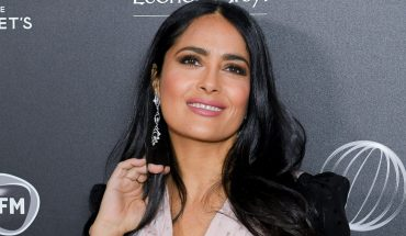 Salma Hayek, 52, shows off curves while lounging in the ocean