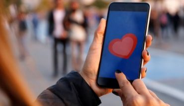 A man from Kansas has sworn off dating app Tinder forever after using same pickup line with two women – only to learn they're roommates.
