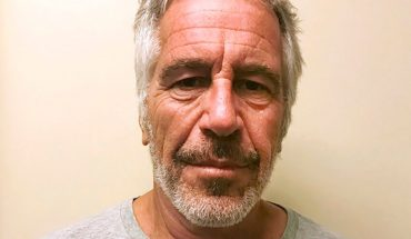 Jeffrey Epstein used bedsheet to make noose: report