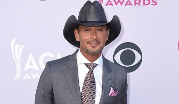 Tim McGraw, daughter Gracie harmonize to Barbra Streisand song during road trip: 'Dang, this girl can sing!'