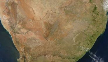 A satellite image of the southern tip of Africa taken Oct. 31, 2004 by the Moderate Resolution Imaging Spectroradiometer (MODIS) on NASA's Aqua satellite. The Karoo magma province, which is partly in Mozambique (upper right) reveal that a magma plume poked a hole through Earth 180 million years ago, when the entire region was part of the supercontinent known as Pangea. (Credit: Jacques Descloitres, MODIS Rapid Response Team, NASA/GSFC)