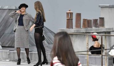 Gigi Hadid approaches the runway crasher during the finale and escorted her off the catwalk, because few minutes before a spectator inserted herself among the lineup of models during the finale, identified as Marie Benoliele, best known as Marie S