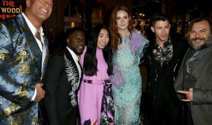 (L-R) Dwayne Johnson, Kevin Hart, Awkwafina, Karen Gillan, Nick Jonas, and Jack Black attends the premiere of Sony Pictures