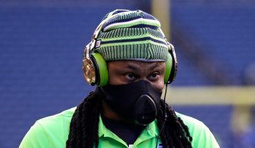 Marshawn Lynch scores TD in return with Seahawks, doused in Skittles
