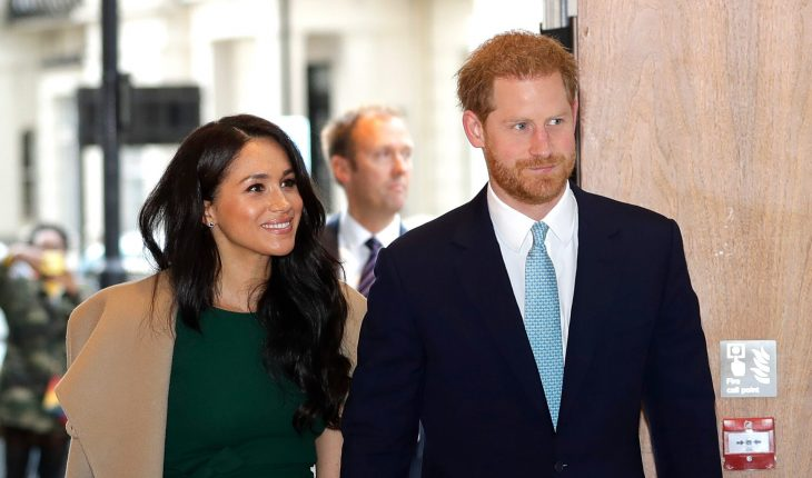 Meghan Markle, Prince Harry help a couple take a photo during a hike in Canada, report says