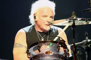 Aerosmith drummer Joey Kramer joins band on stage to accept award despite lawsuit drama: report