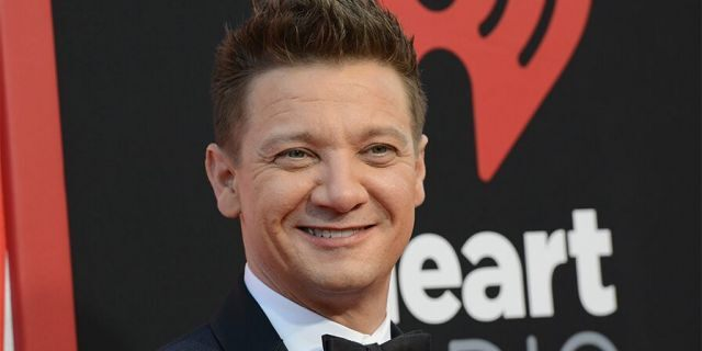 Jeremy Renner arrives for the premiere of Warner Bros <a class=