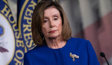 Pelosi bows, set to send impeachment next week