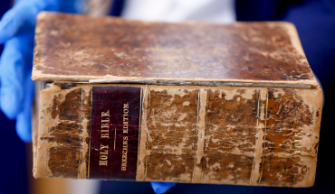 2 men plead guilty to stealing millions in rare books from Pittsburgh library