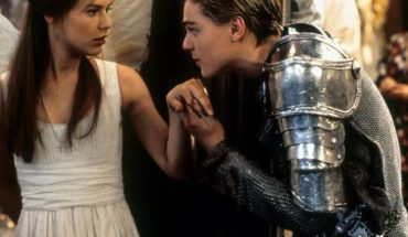 """Claire Danes and Leonardo DiCaprio in """"Romeo + Juliet."""" (Photo by 20th Century-Fox/Getty Images)"""