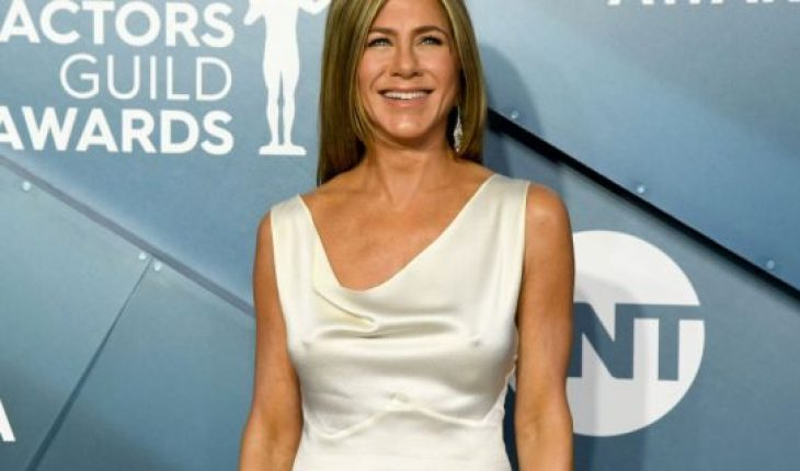 Jennifer Aniston left little to the imagination in a satin white dress at the 26th Annual Screen ActorsGuild Awards at The Shrine Auditorium.