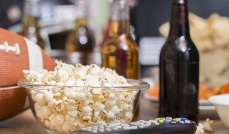 Use these quick tips to make cleaning up after a Super Bowl party easier.