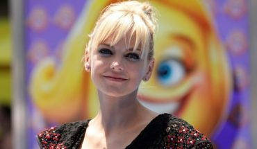 Anna Faris is engaged to Michael Barrett, according to her