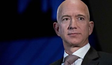 Amazon CEO Jeff Bezos was roasted at the 2020 Oscars by opening monologists Chris Rock and Steve Martin.