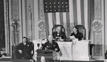 (Original Caption) President Truman appearing before a joint session of the new Republican controlled Congress is shown here to deliver his annual State of the Union message. He recommended a strong and sweeping legislative program to halt disastrous labor strife and called upon the G.O.P. Congress to work with him for the common good.