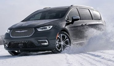 Chicago Auto Show: The all-wheel-drive 2021 Chrysler Pacifica Pinnacle is a 7-passenger snowmobile