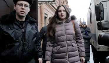 Alla Ilyina, who broke out of the hospital on Feb. 7 after learning that she would have to spend 14 days in isolation instead of the 24 hours doctors promised her, is escorted by a bailiff from court after a session in St.Petersburg, Russia, Monday. (AP Photo/Dmitri Lovetsky)