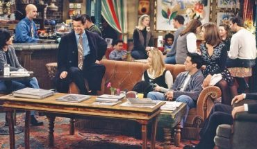 Courteney Cox as Monica Geller, James Michael Tyler as Gunther (far back), Matthew Perry as Chandler Bing, Lisa Kudrow as Phoebe Buffay, Matt LeBlanc as Joey Tribbiani, Jennifer Aniston as Rachel Green, David Schwimmer as Ross Geller.