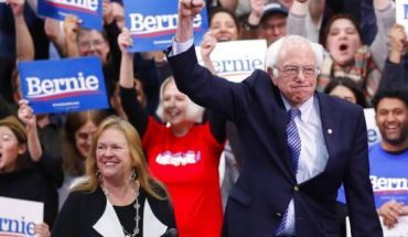Democratic presidential candidate Sen. Bernie Sanders, I-Vt., with his wife Jane O