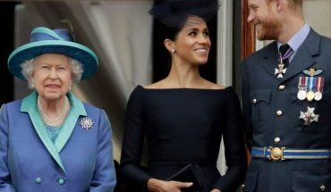 """July 10, 2018: Queen Elizabeth II, and Meghan the Duchess of Sussex and Prince Harry watch a flypast of Royal Air Force aircraft pass over Buckingham Palace in London. As part of a surprise announcement distancing themselves from the British royal family, Prince Harry and his wife Meghan declared they will """"work to become financially independent"""" — a move that has not been clearly spelled out and could be fraught with obstacles."""