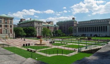 """Columbia University is cancelingtwo days of classes this week becausea person at the New York Cityschool is under quarantine from the rapidly spreading coronavirus, school officials announced on Sunday.<br data-cke-eol=""""1"""">"""